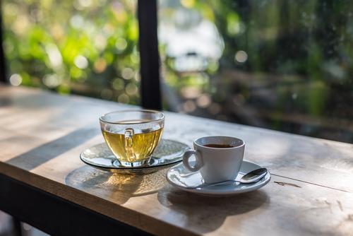 Thé ou café : pourquoi agissent-ils différemment ?