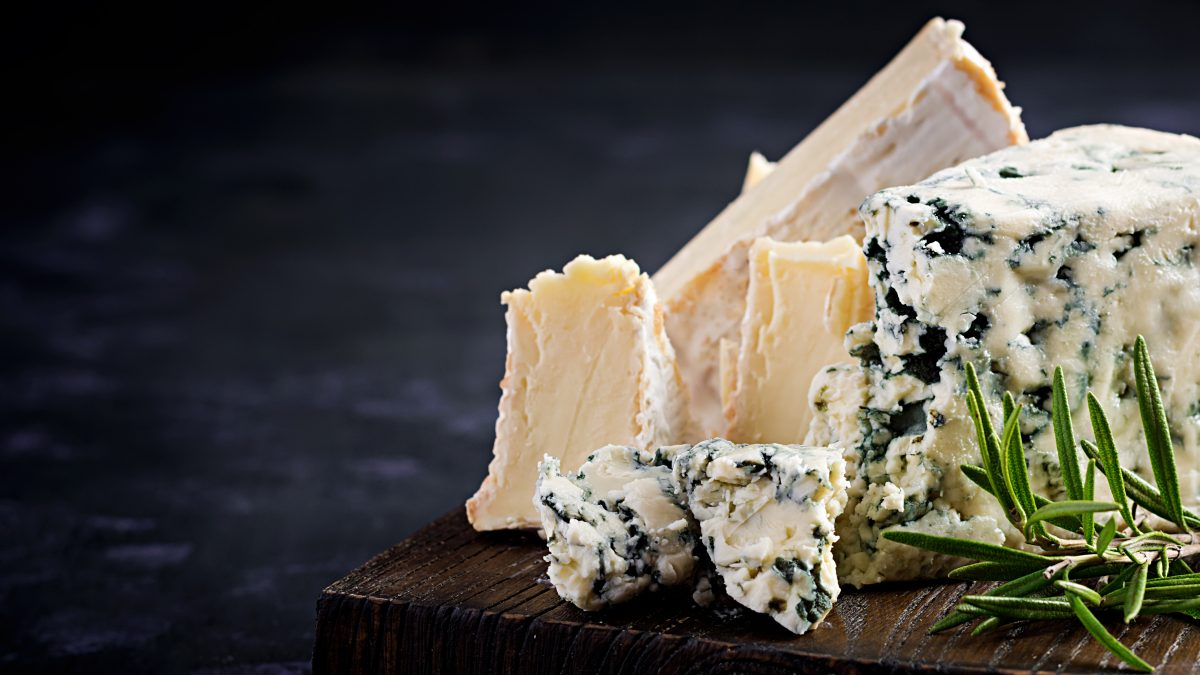 Scoop : le camembert et le roquefort sont des aliments sains